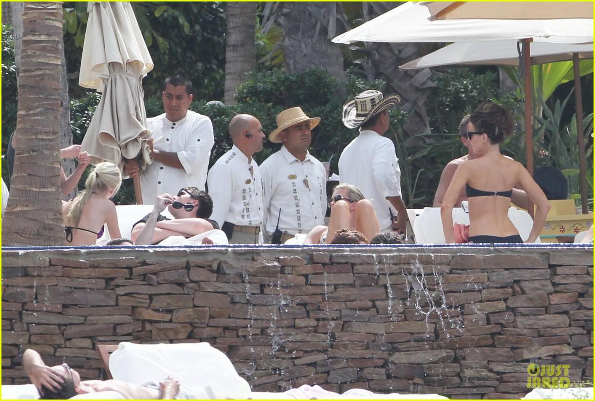 kate beckinsale black white bikini mama 20