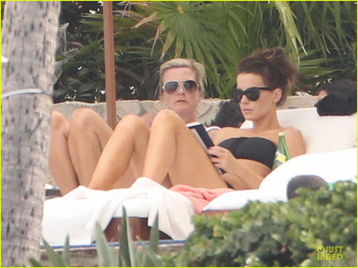 kate beckinsale black white bikini mama 232840185
