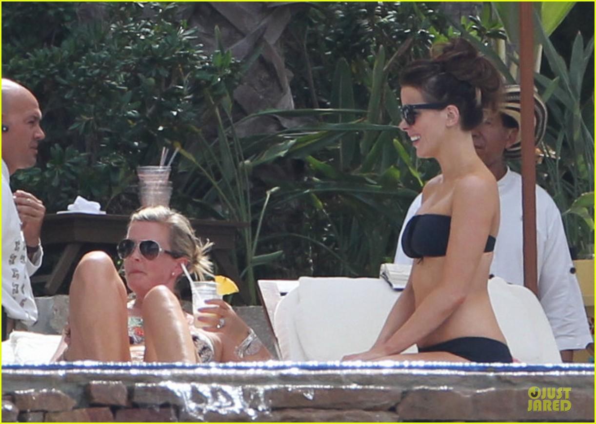 kate beckinsale black white bikini mama 26