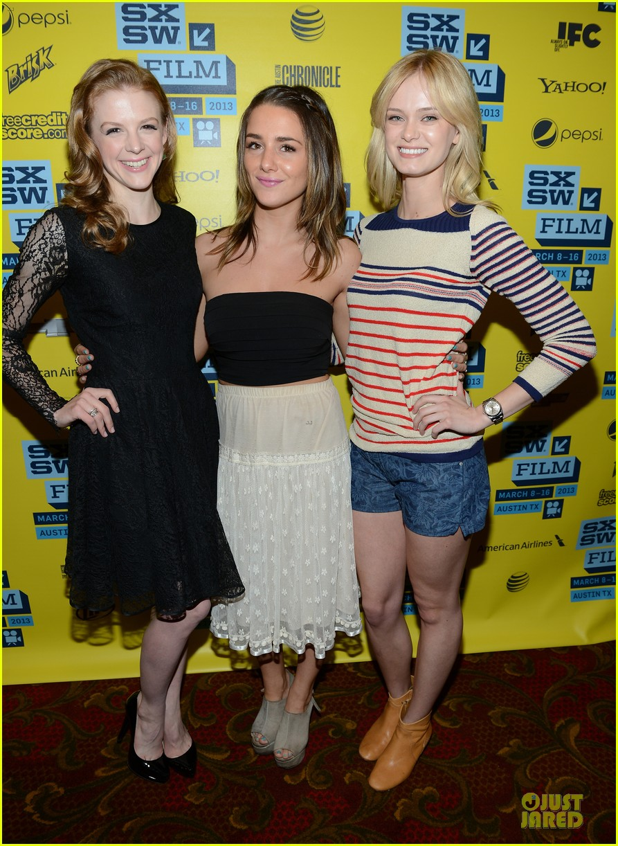 ashley bell sara paxton the bounceback photo op at sxsw 18