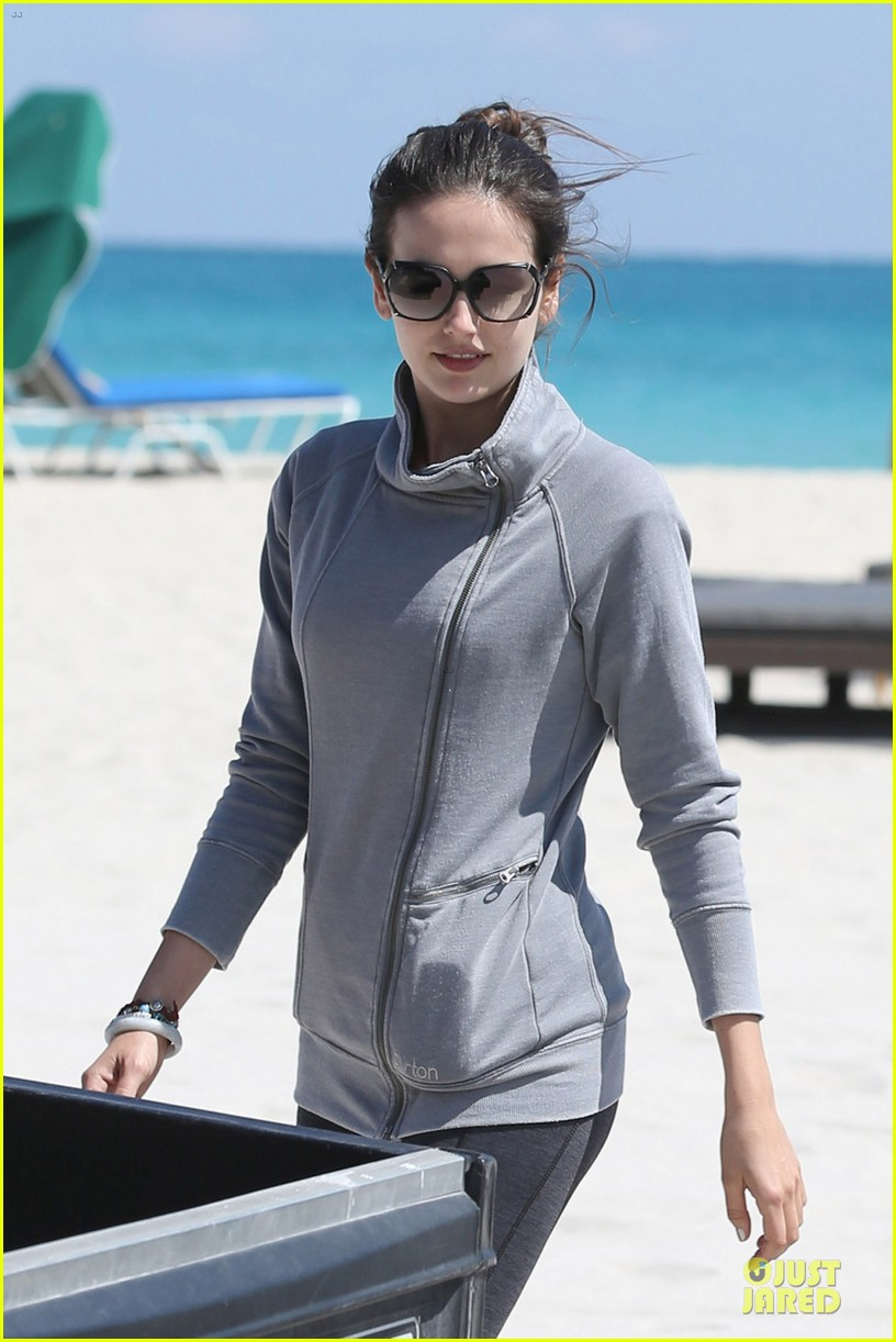 camilla belle miami walk with mother cristina 02