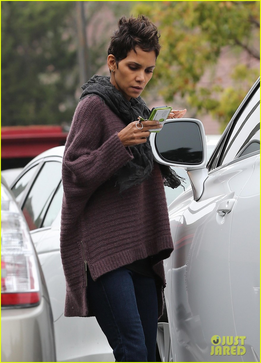 halle berry talks the call poodle hairdo 08