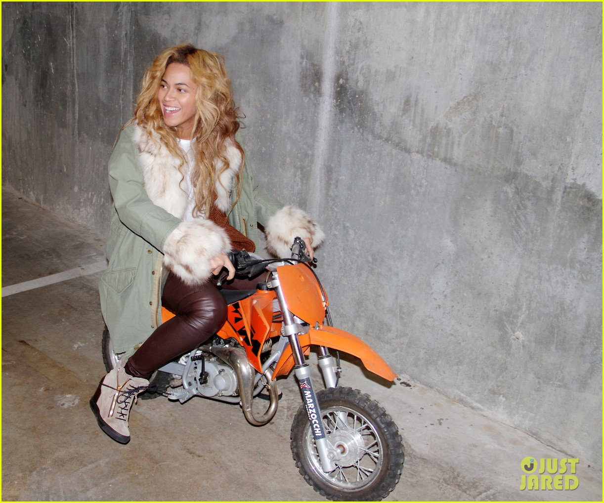 beyonce blue ivy brooklyn lunch pair 05
