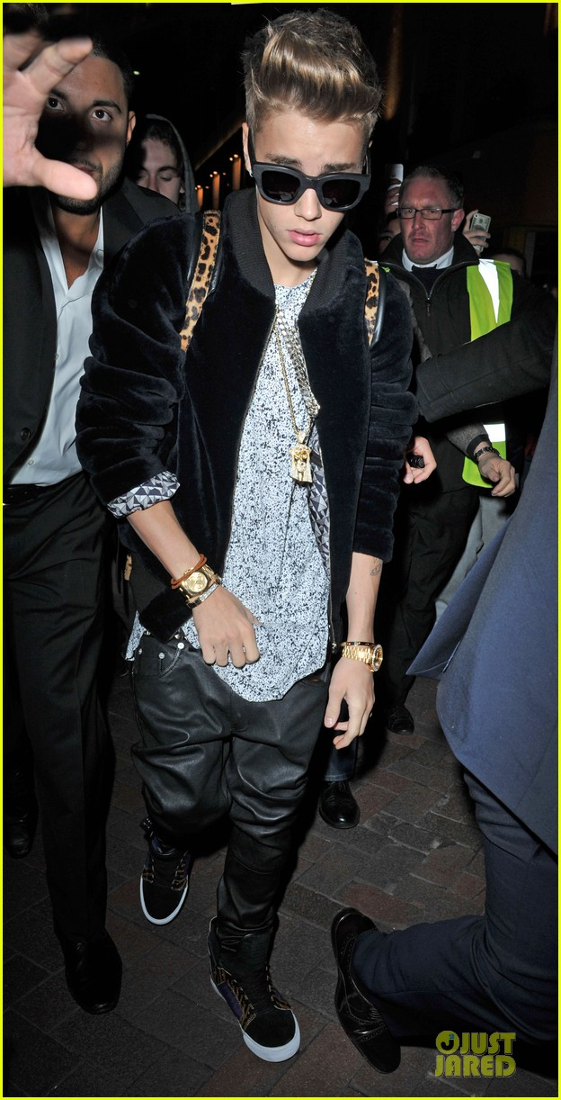 justin bieber worse birthday at cirque du soir 10