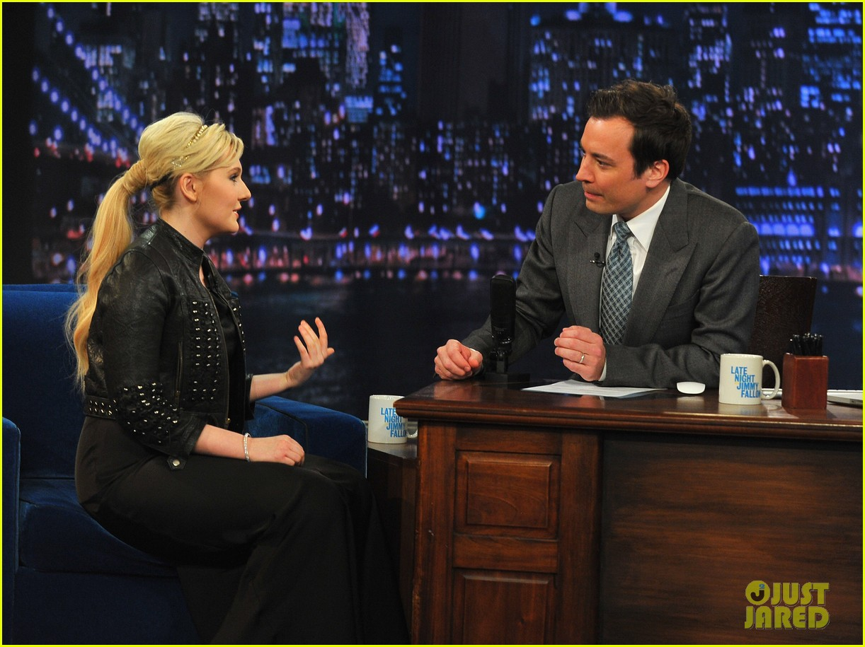 abigail breslin late night with jimmy fallon appearance 102830339