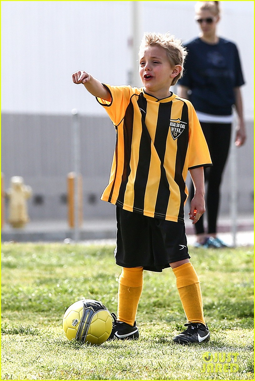 britney spears kevin federline sean preston jayden james soccer games 042825545