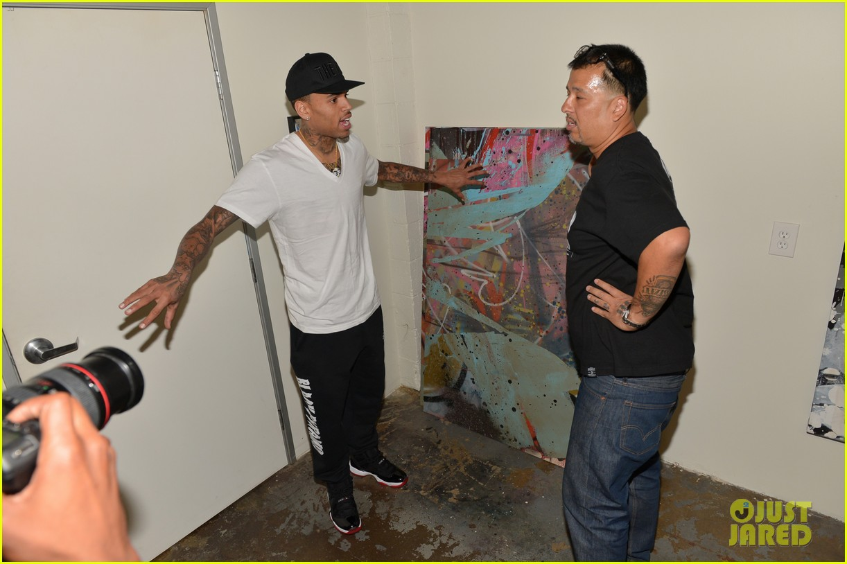 chris brown creates graffiti artwork for charity 222832872