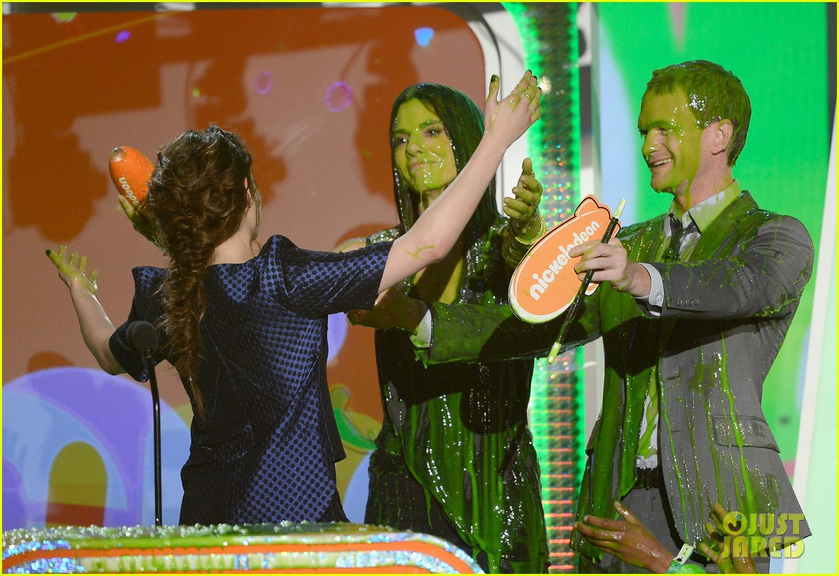 sandra bullock neil patrick harris slimed at kcas 2013 122836556