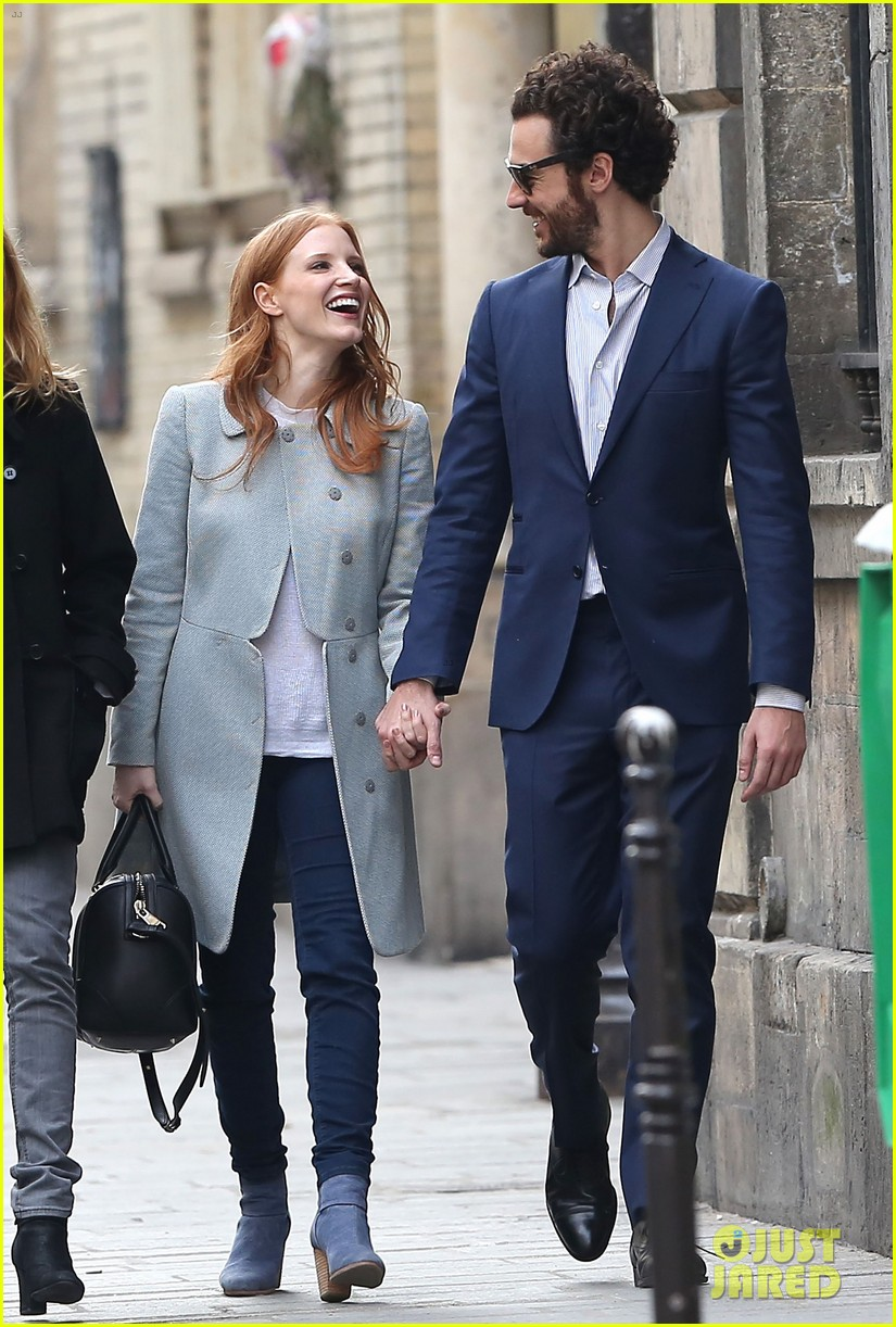 jessica chastain gian luca passi de preposulo hold hands in paris 102826190