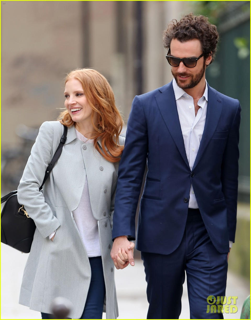 jessica chastain gian luca passi de preposulo hold hands in paris 18