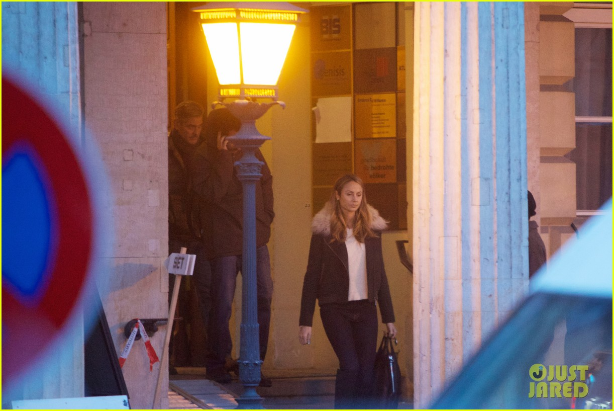 george clooney monuments men set with stacy keibler 05