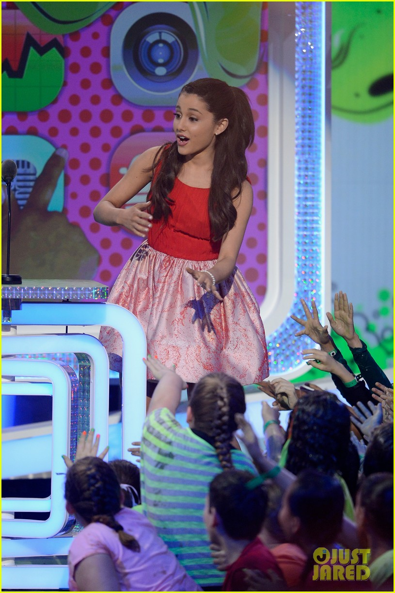 miranda cosgrove ariana grande kids choice awards 2013 28