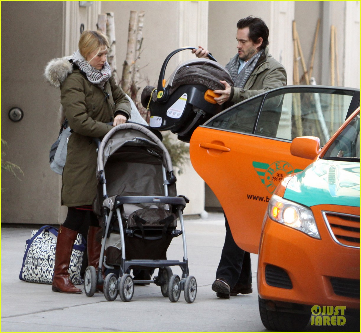 claire danes hugh dancy family day with baby cyrus 05
