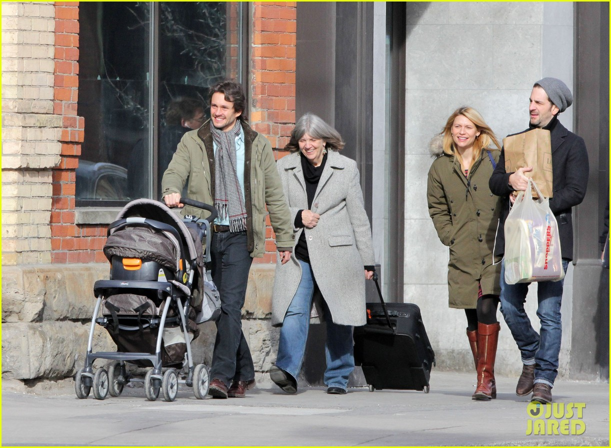 claire danes hugh dancy family day with baby cyrus 11