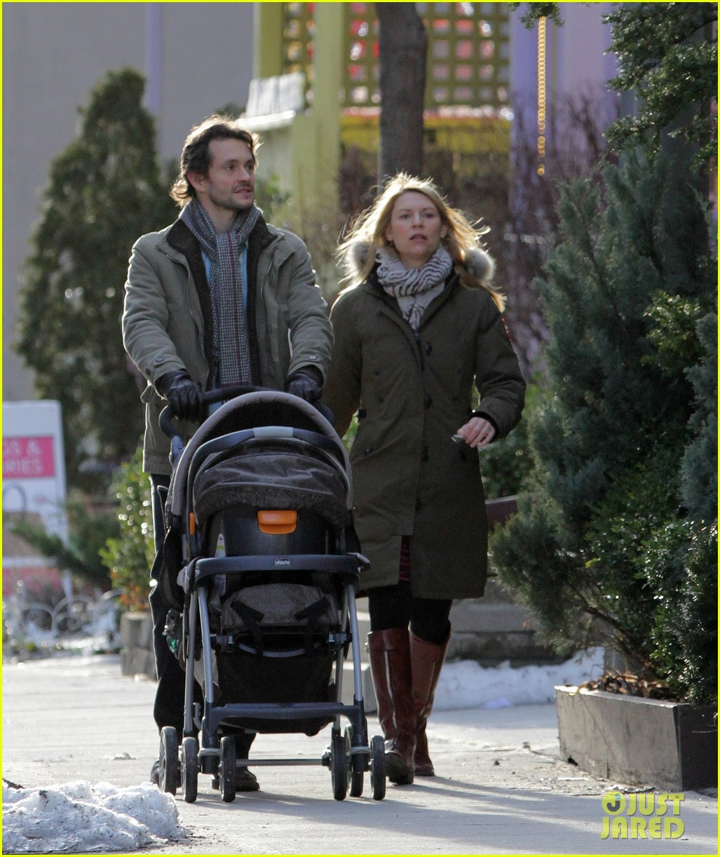 claire danes hugh dancy family day with baby cyrus 28