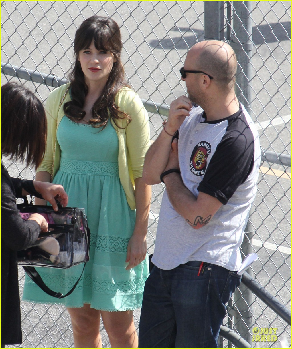 zooey deschanel sexual tension leads to a freakin hot kiss 24