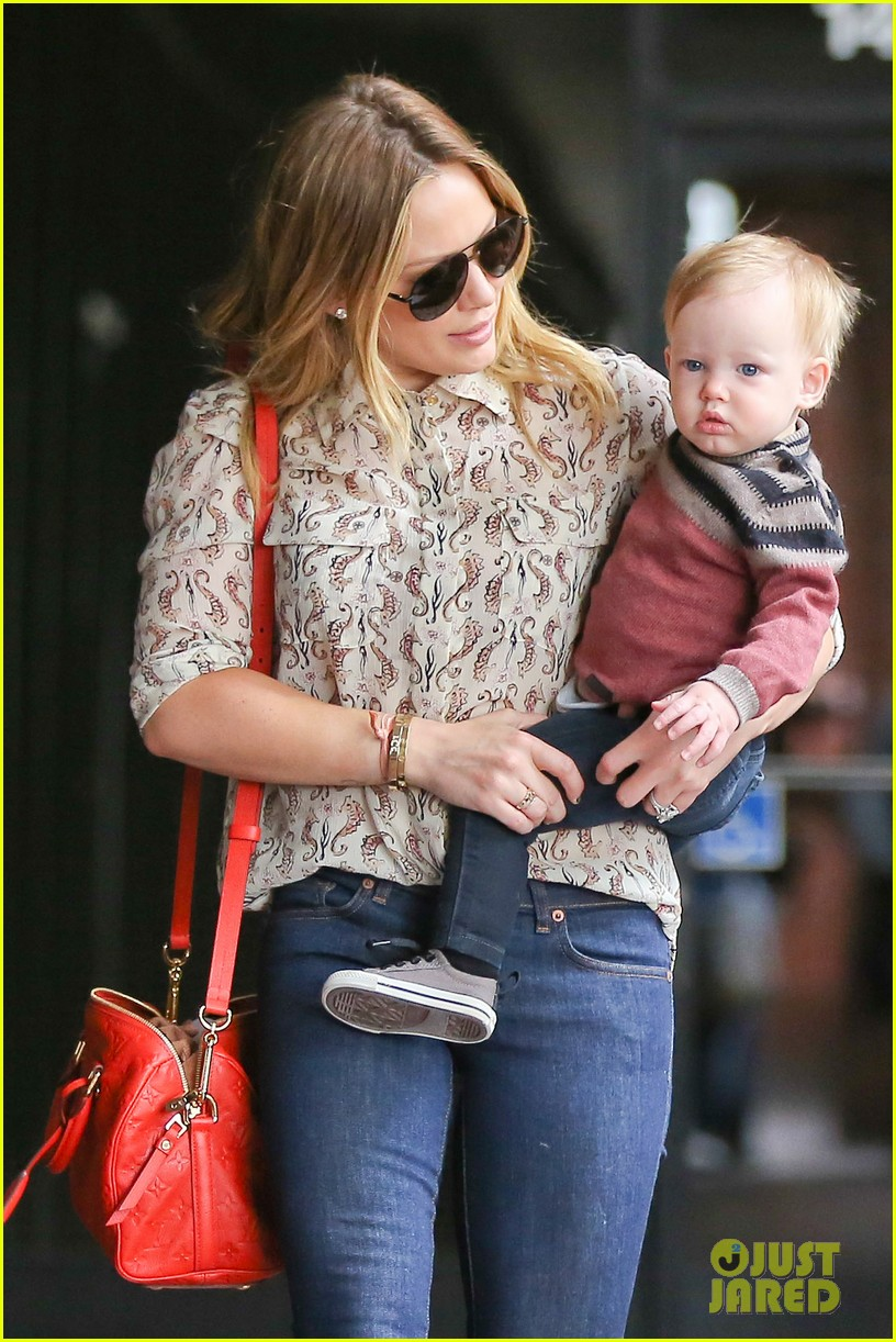 hilary duff babies first class with luca 01