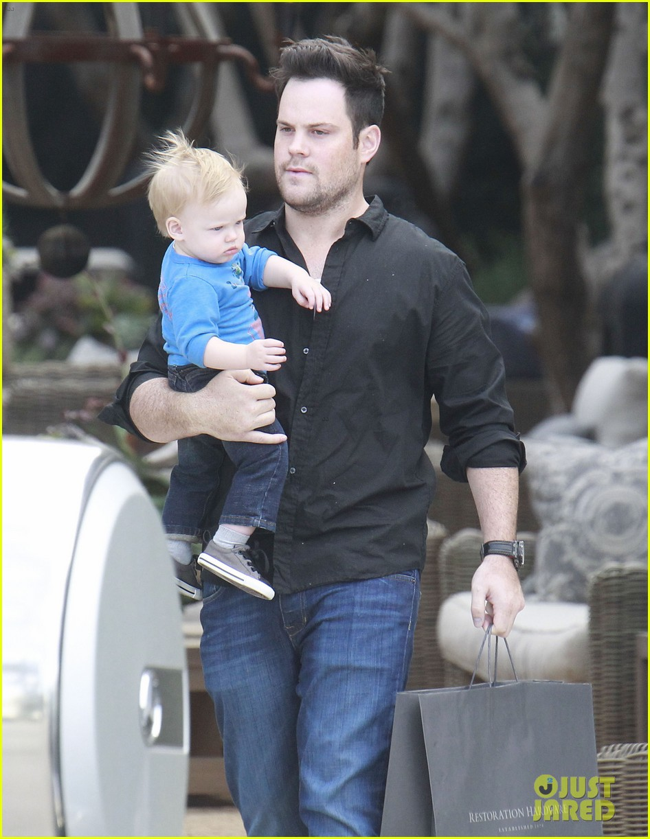 hilary duff babies first class with luca 03