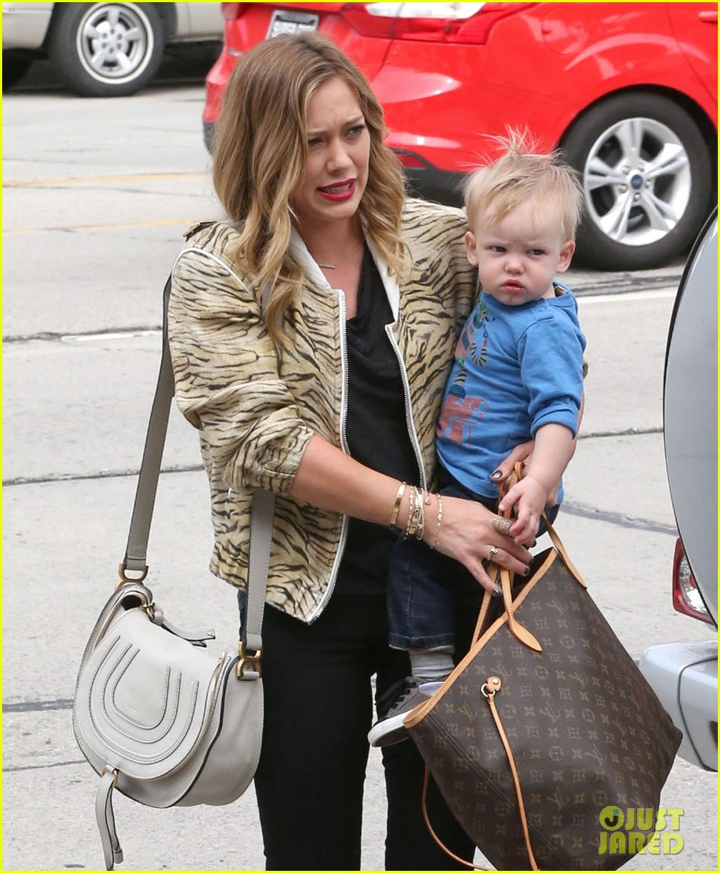 hilary duff babies first class with luca 11