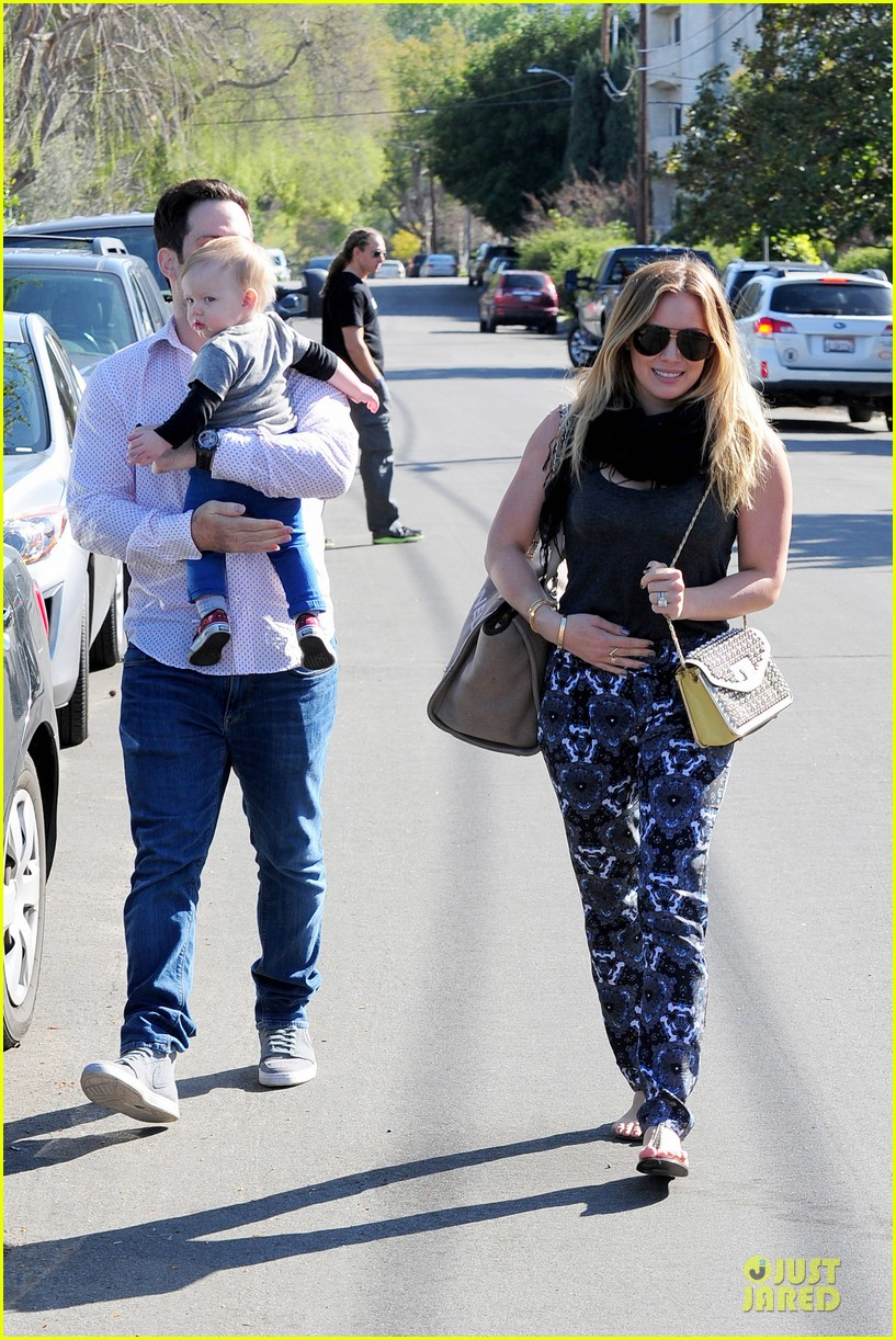 hilary duff mike comrie birthday party with luca 01