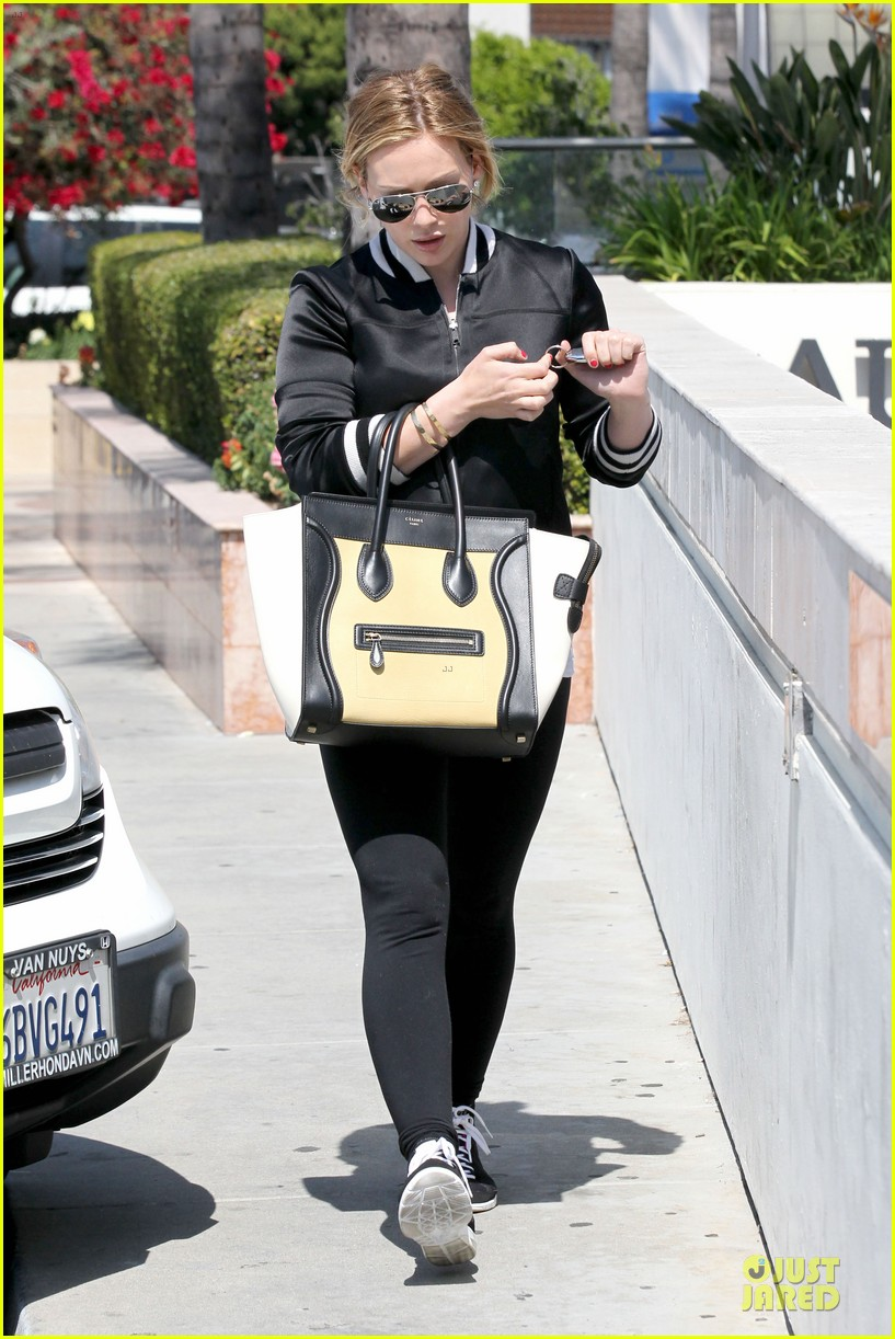 hilary duff daily grill lunch stop 01