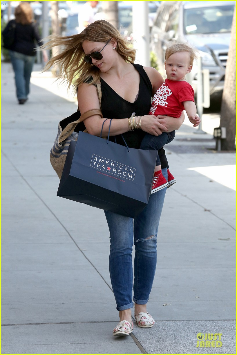 hilary duff daily grill lunch stop 20