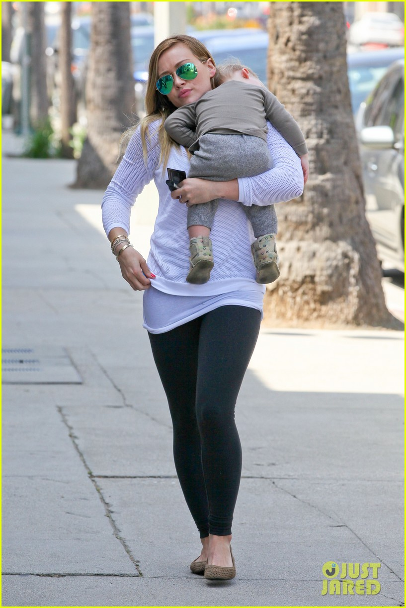 hilary duff la outing with sleepy luca 16