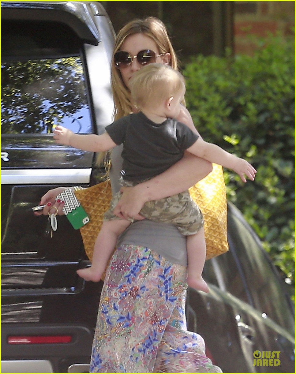 hilary duff plaid breakfast with luca 14