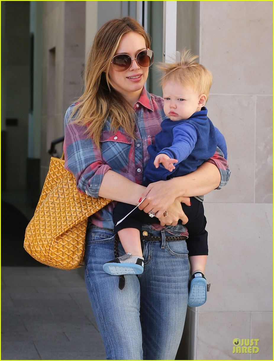 hilary duff plaid breakfast with luca 26