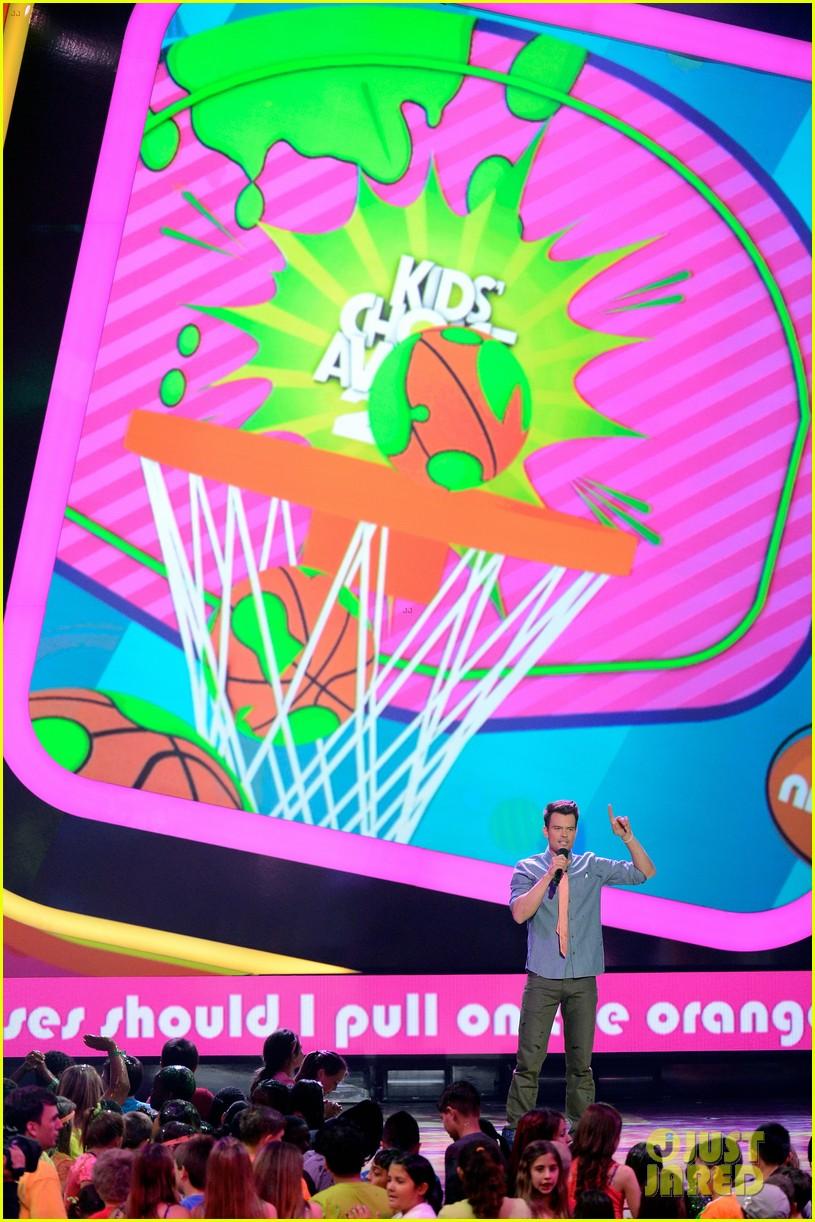 josh duhamel slime covered host at kids choice awards 2013 072836565