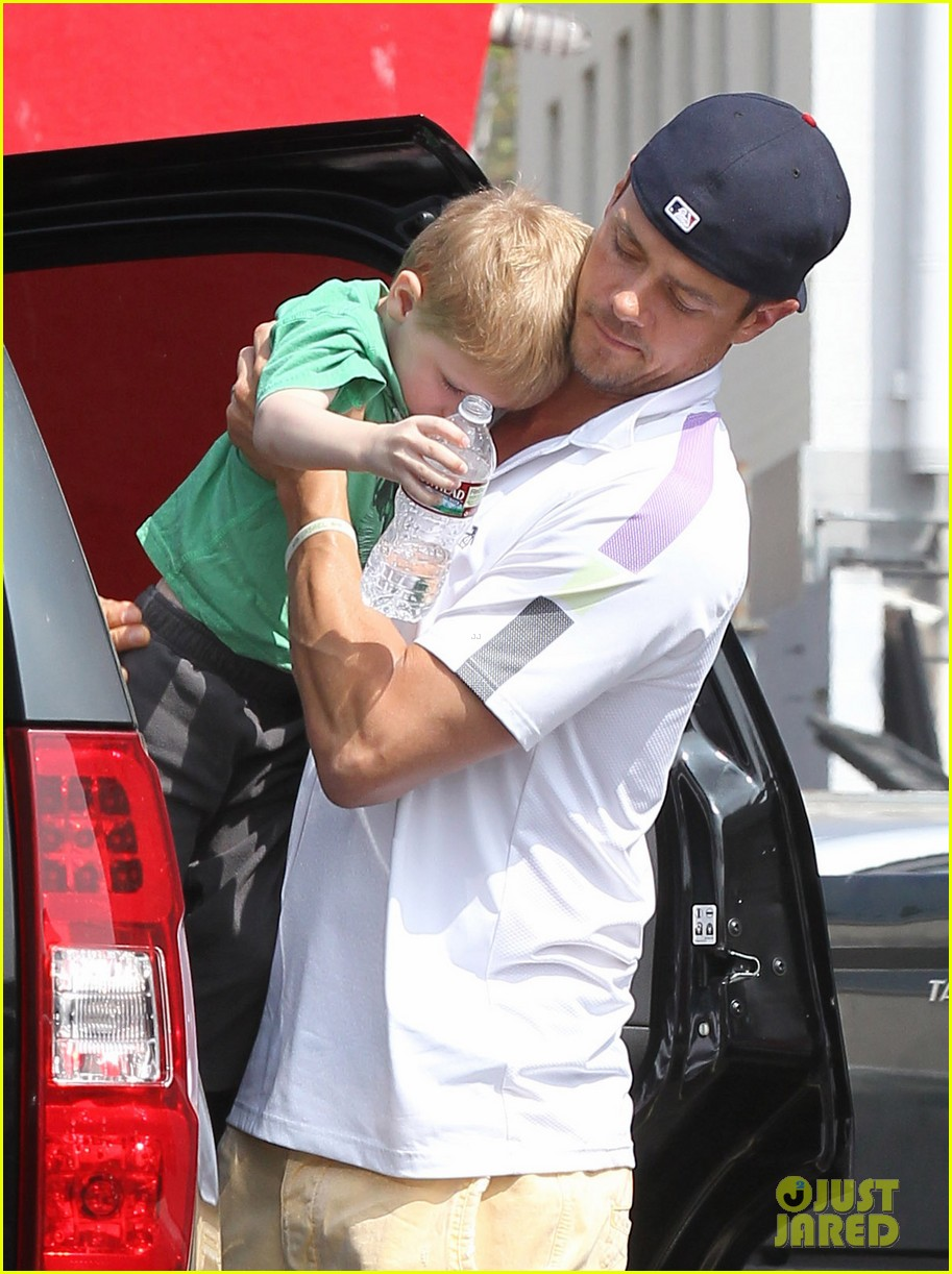 josh duhamel in n out outing 09