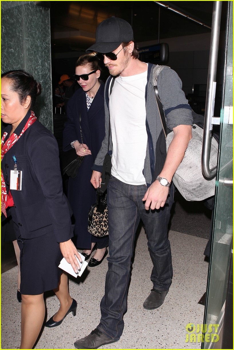 kirsten dunst garrett hedlund paris to los angeles 112826443