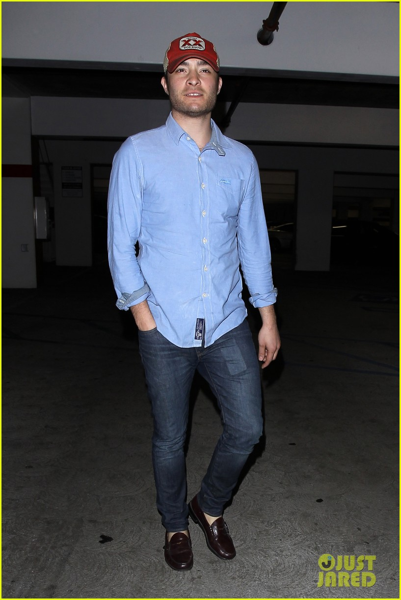 ed westwick solo movie theater outing 01 Ed Westwick