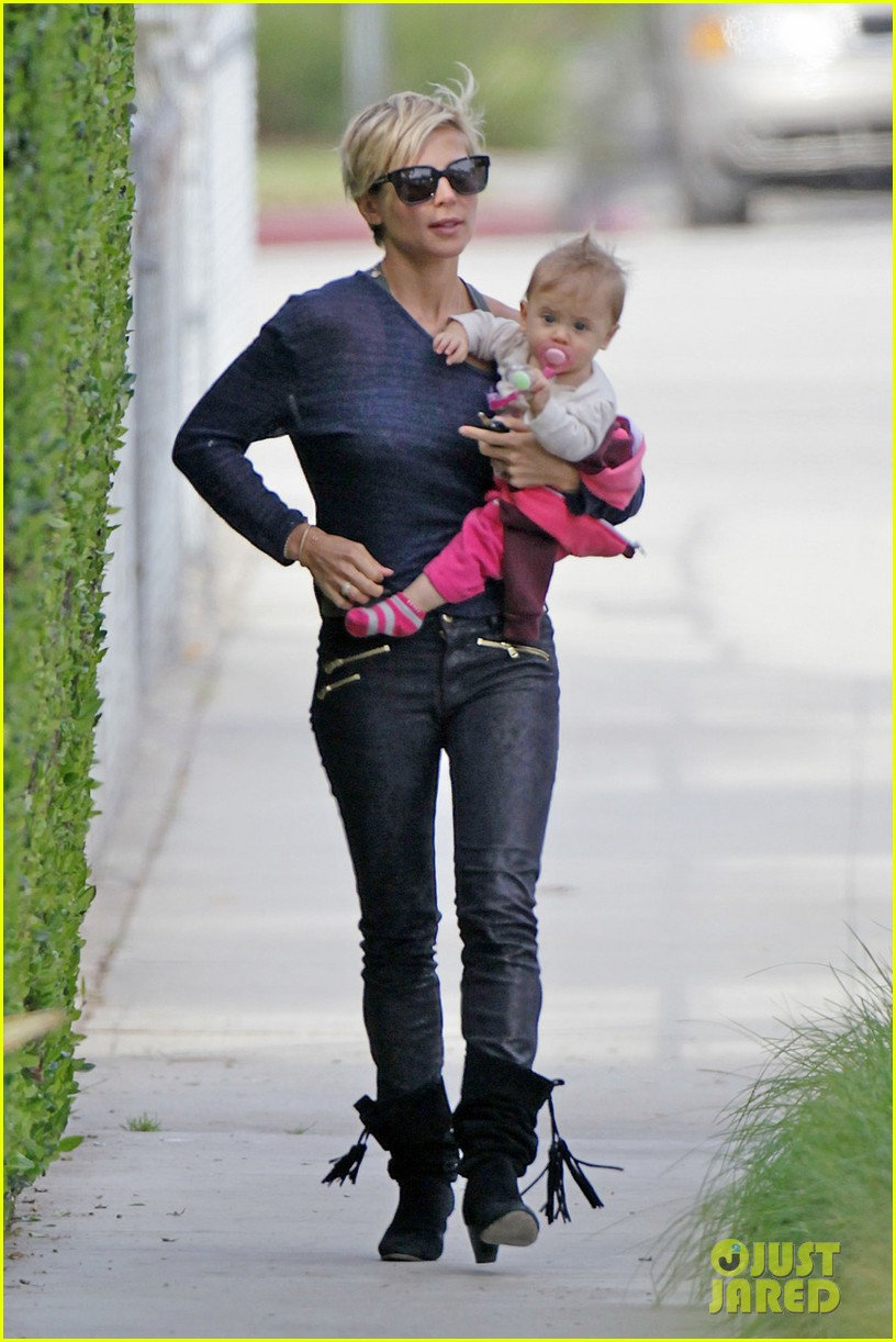 elsa pataky neighborhood stroll with baby india 032836108