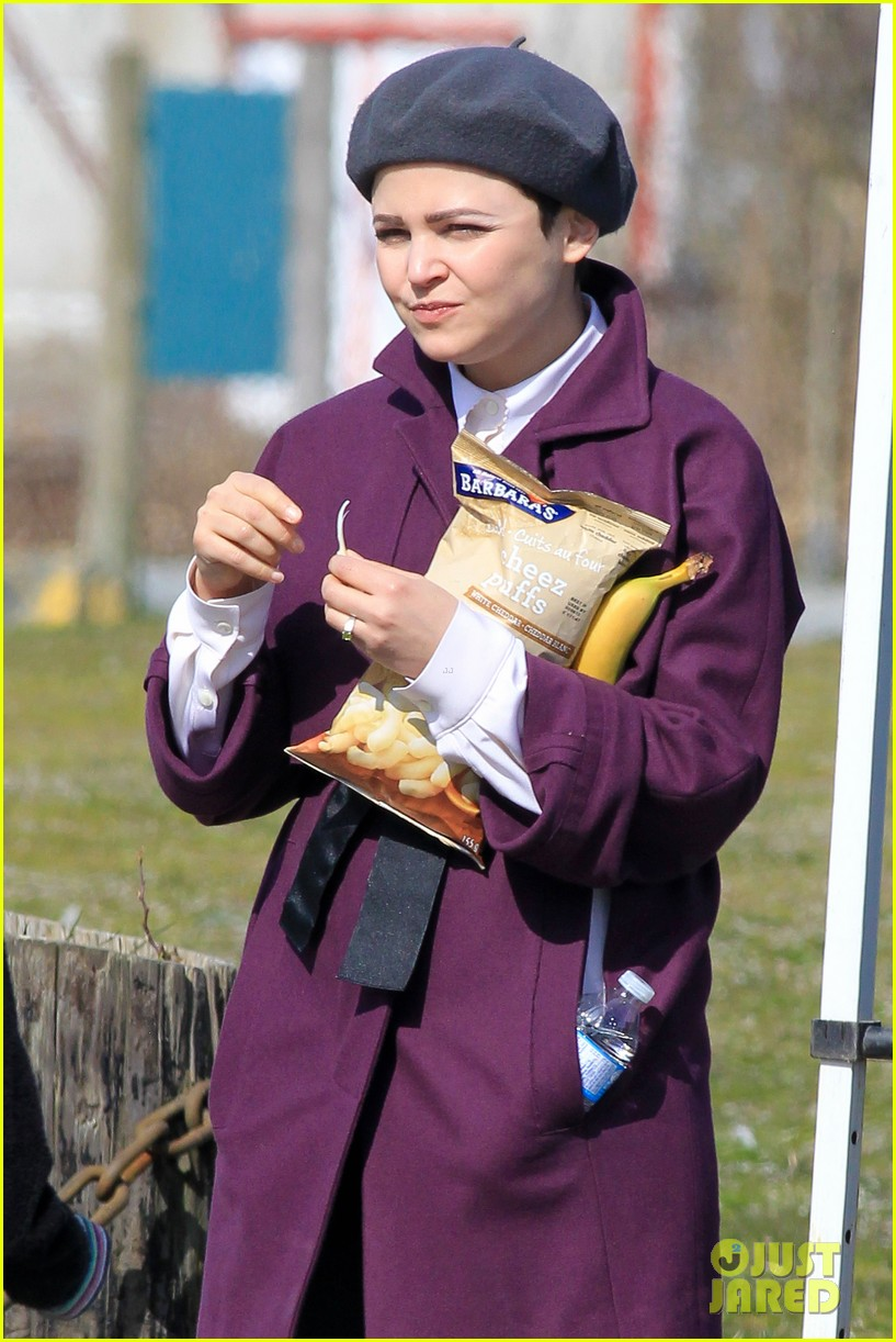 ginnifer goodwin emile de ravin once upon a time set 16