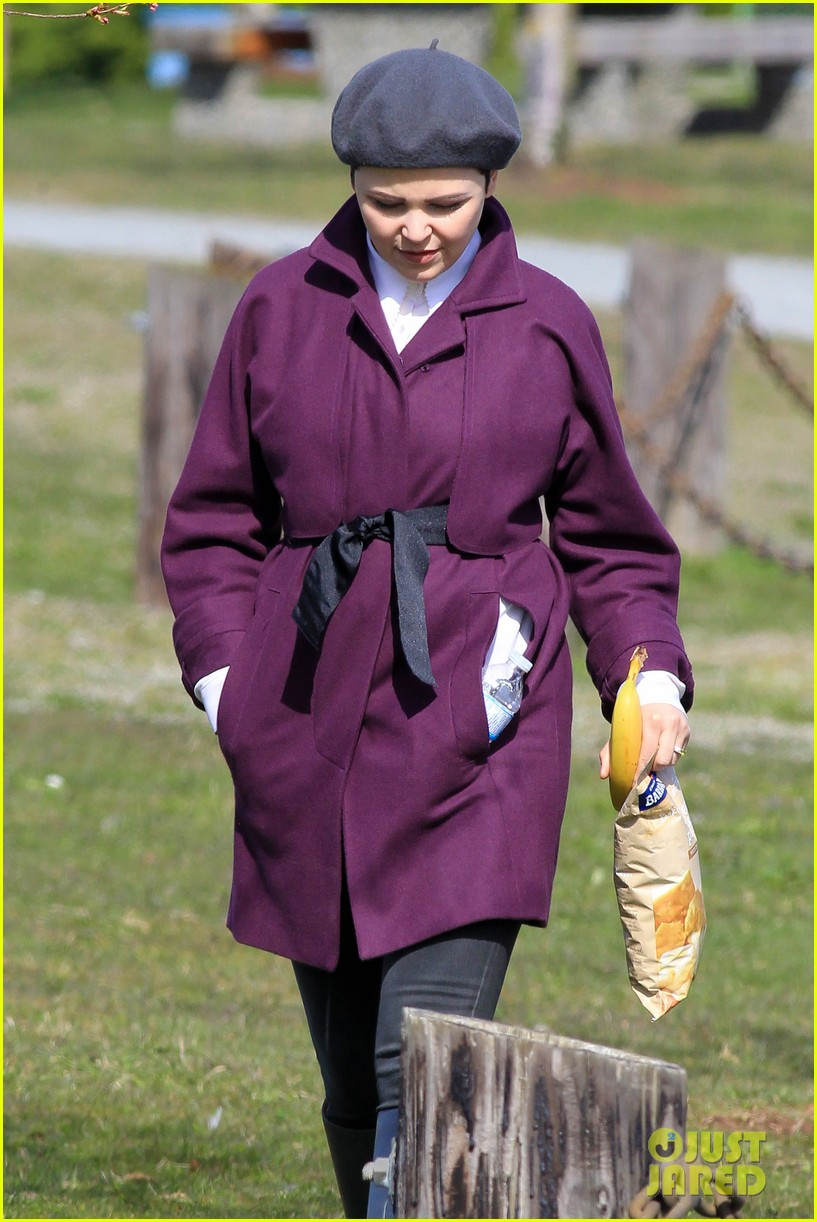 ginnifer goodwin emile de ravin once upon a time set 18