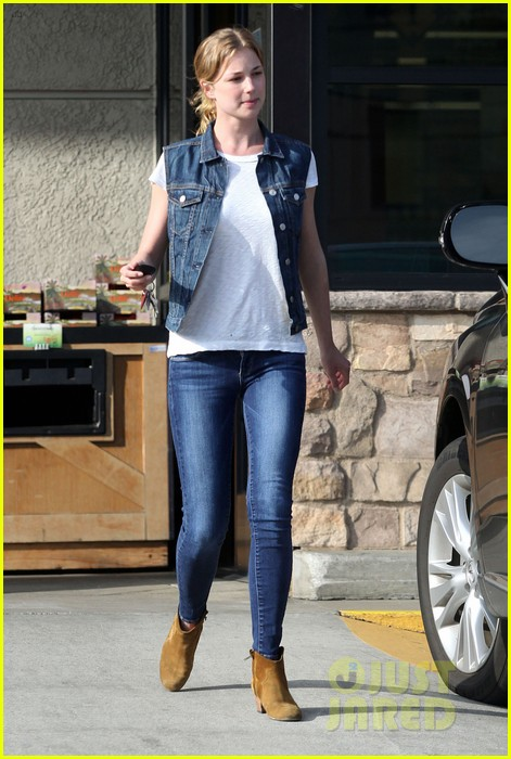 emily vancamp gelsons grocery shopper 08