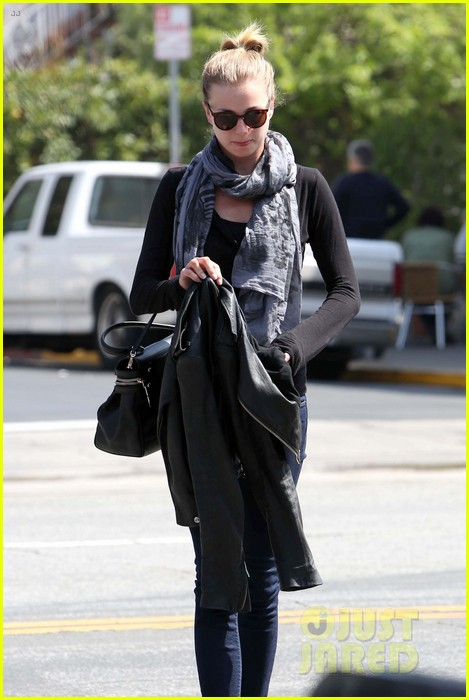 emily vancamp gelsons grocery shopper 26