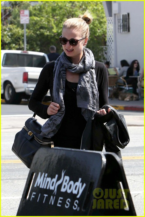 emily vancamp gelsons grocery shopper 27