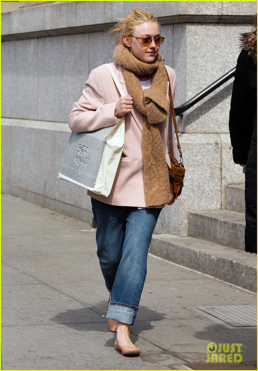 dakota fanning isabel marant shopper 022837419
