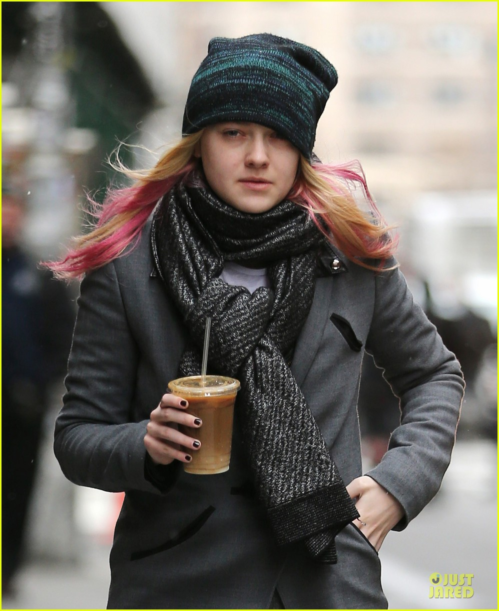 dakota fanning pink hair rockin coffee stop 022837949