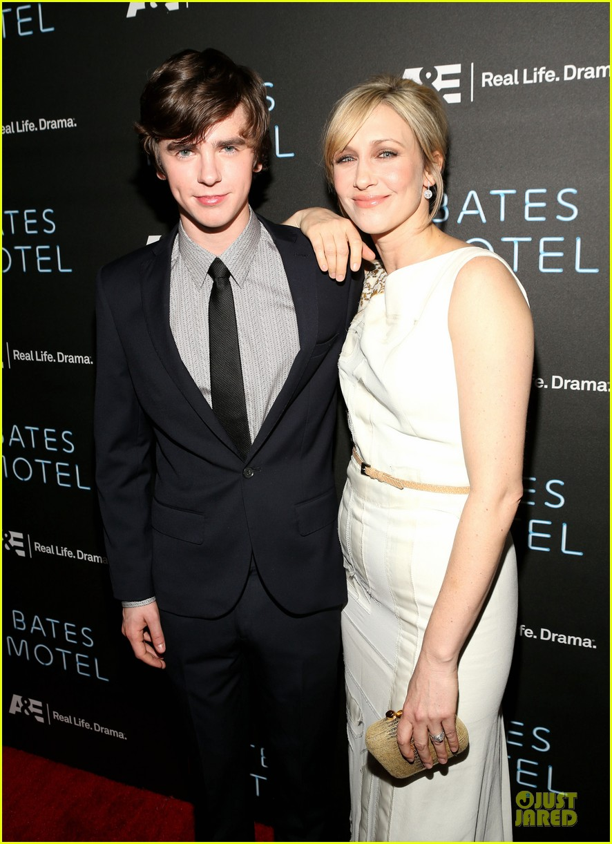 vera farmiga freddie highmore bates motel premiere party 15