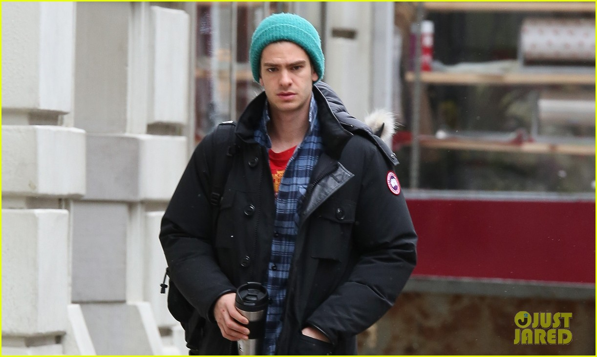 andrew garfield bundled up in the big apple 012826775