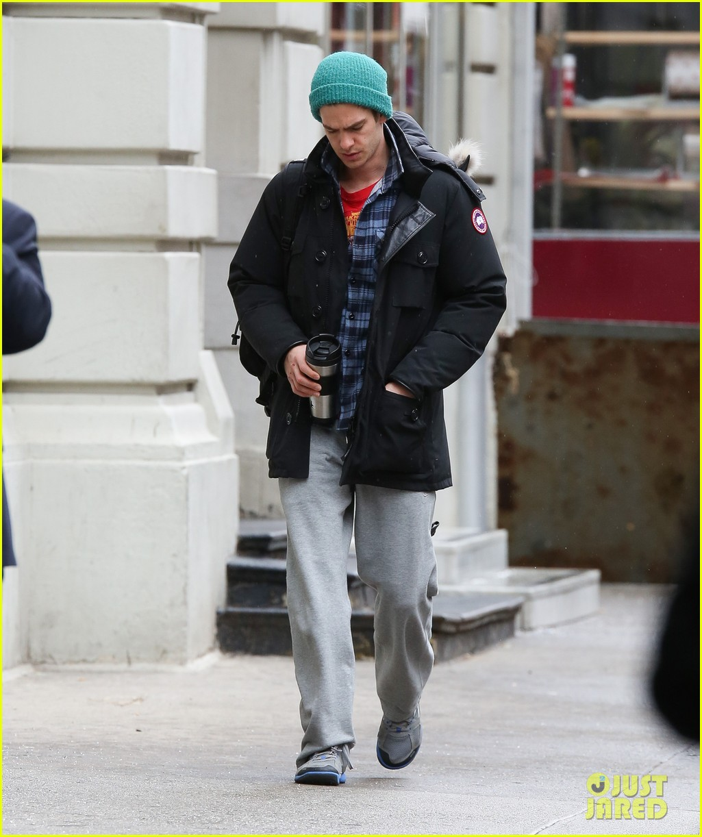 andrew garfield bundled up in the big apple 02