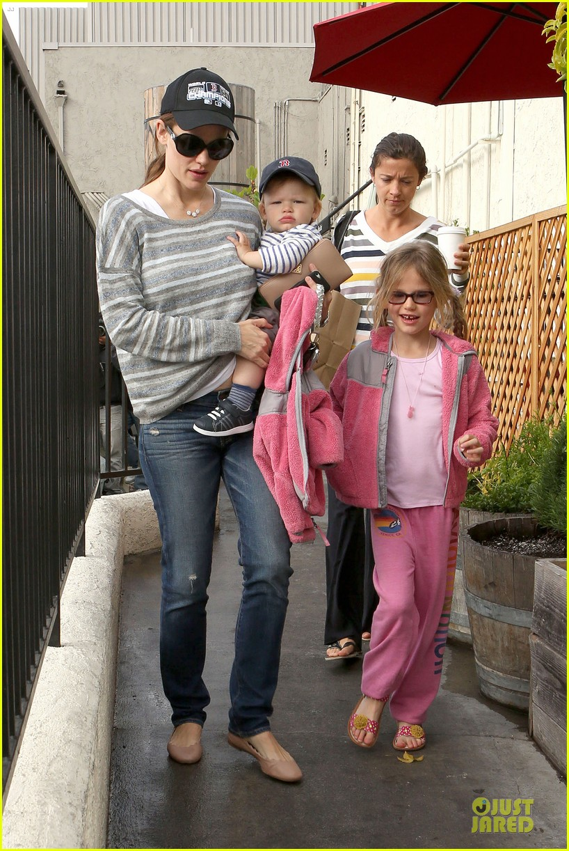 jennifer garner huckleberry breakfast with the kids 202840458