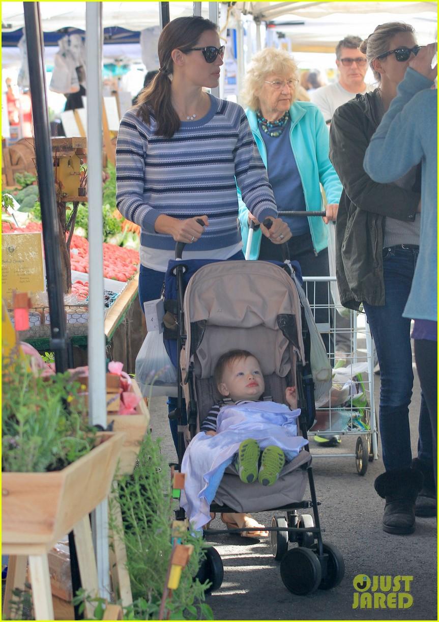 jennifer garner ben affleck farmers market family 07