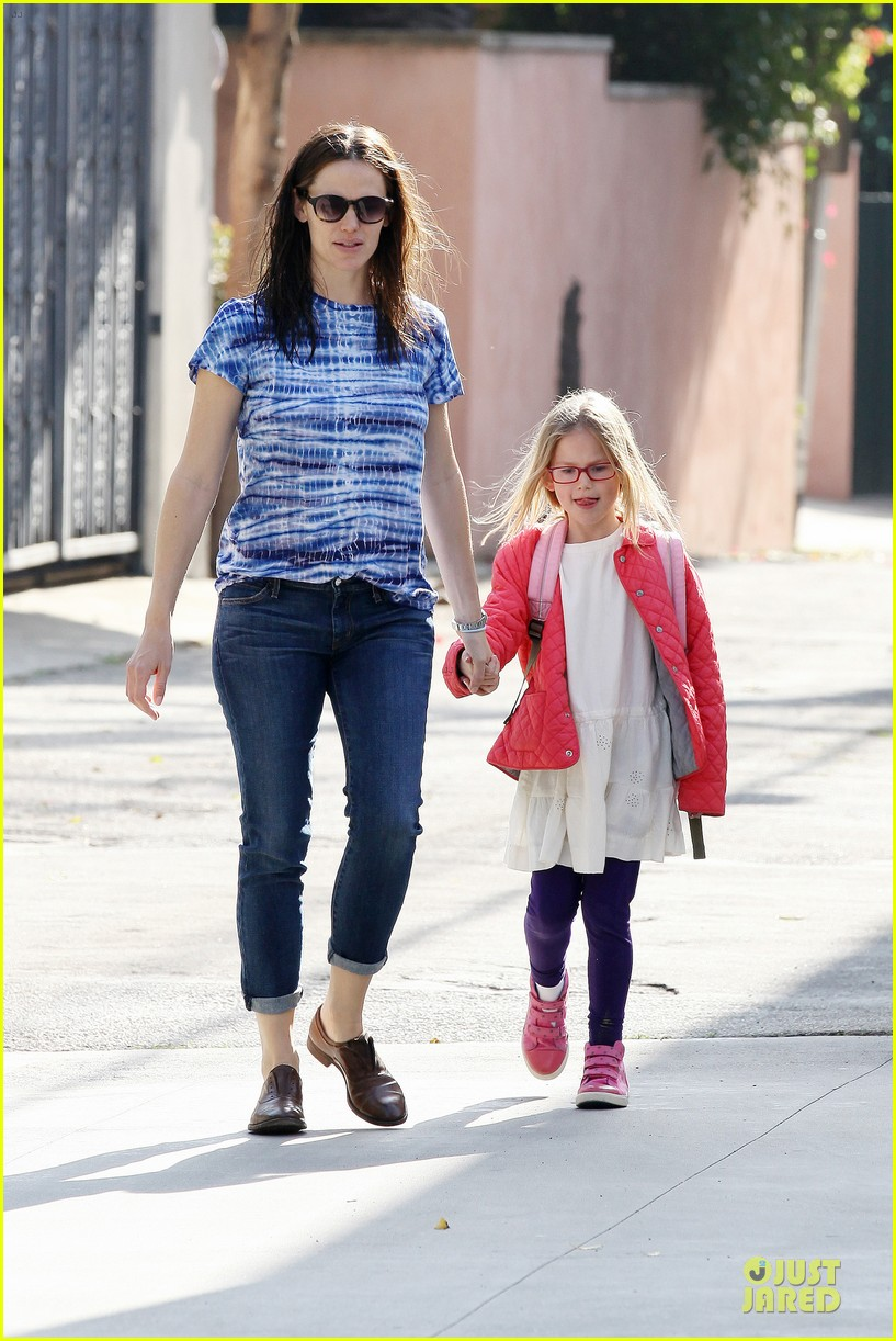 jennifer garner sepate brentwood country mart stops with the girls 18