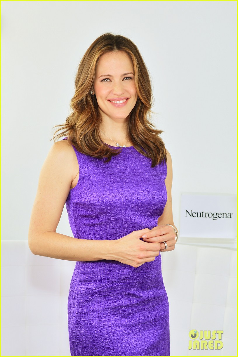 jennifer garner neutrogena sun summit 07