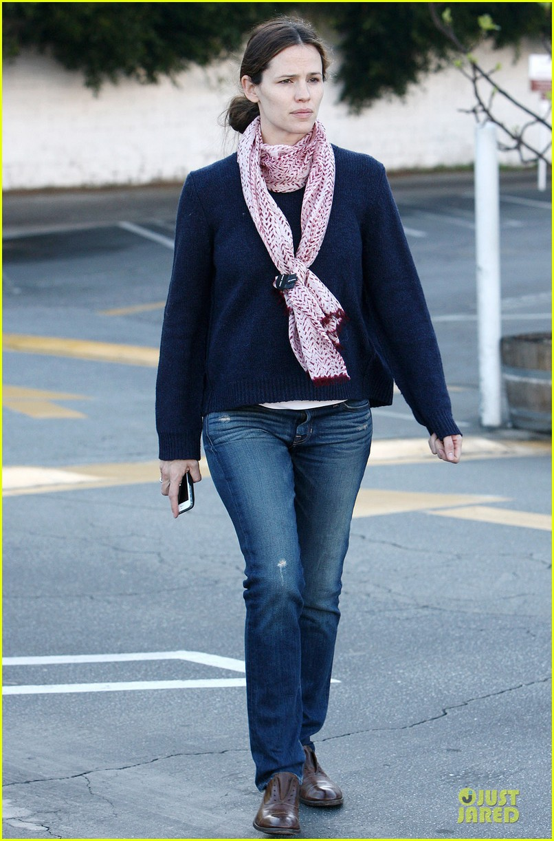 jennifer garner its against the law not wear sunscreen 08