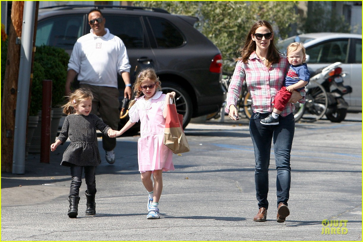 jennifer garner tavern girls night after day with the kids 202840078